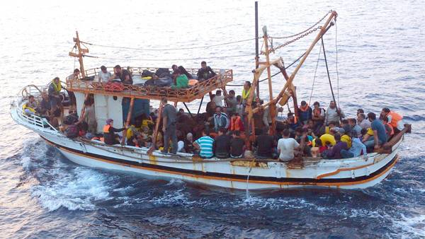 Boat with 125 Syrian refugees arrives in Italy